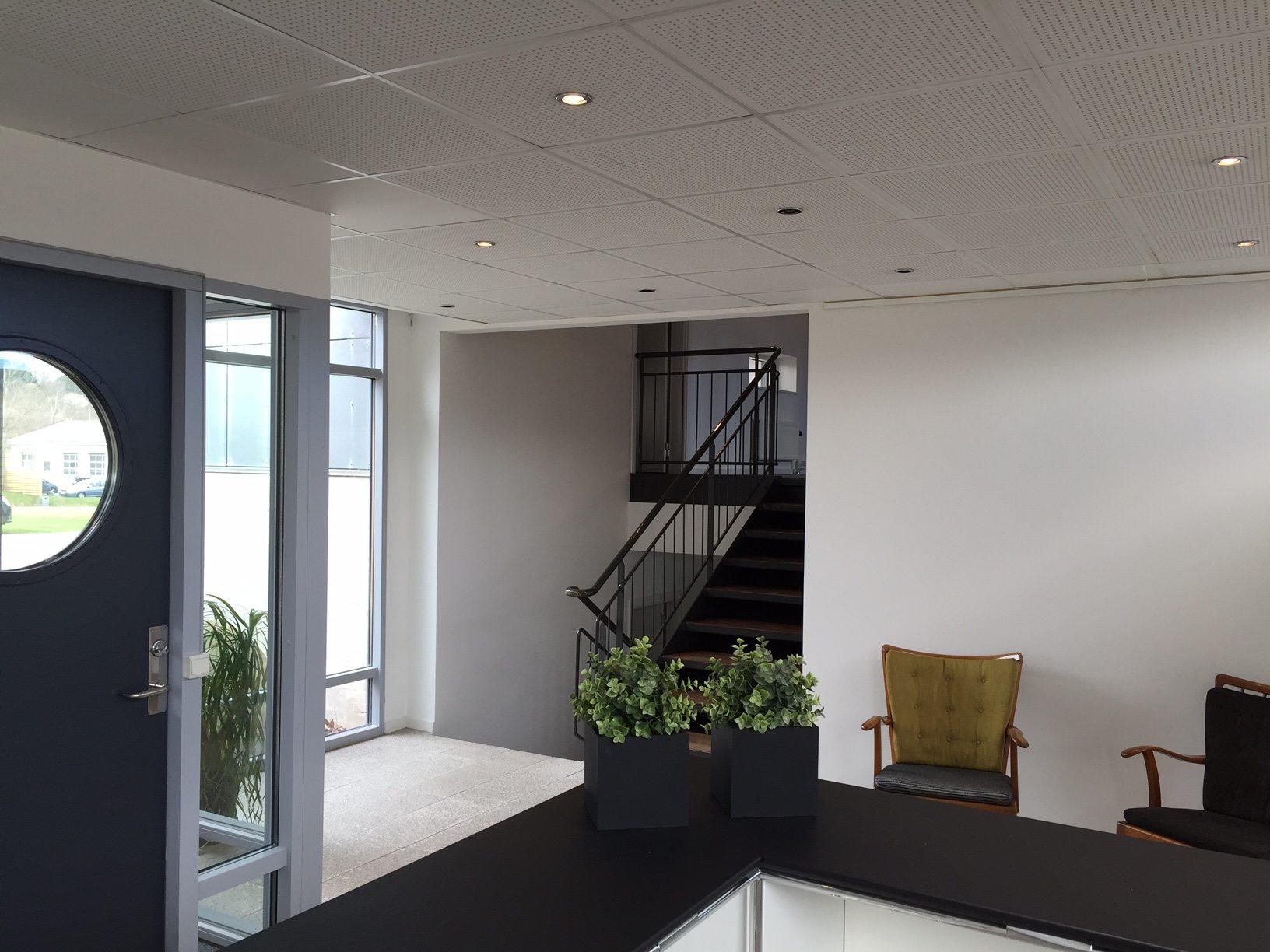 Kontorhotel med nyistandsat reception og indgang til kontorlokalerne